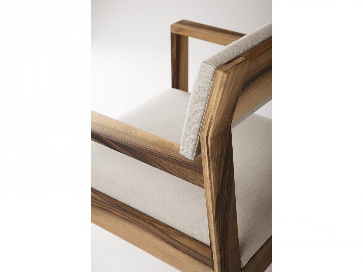 Chaise Aix En Noyer Avec Accoudoir Design Personnalisable