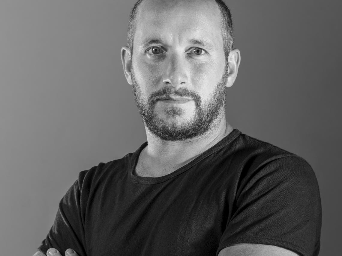 Hugo Delavelle, ébéniste designer, fondateur et gérant