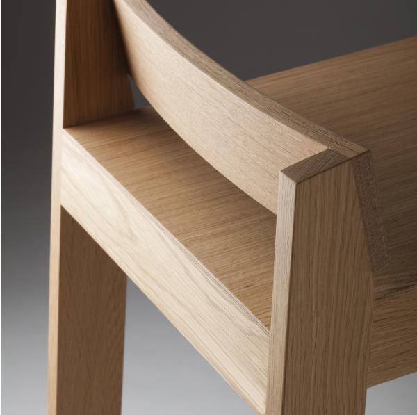 Exemple de bois: le chêne de premier choix sélectionné pour un tabouret PilPil.