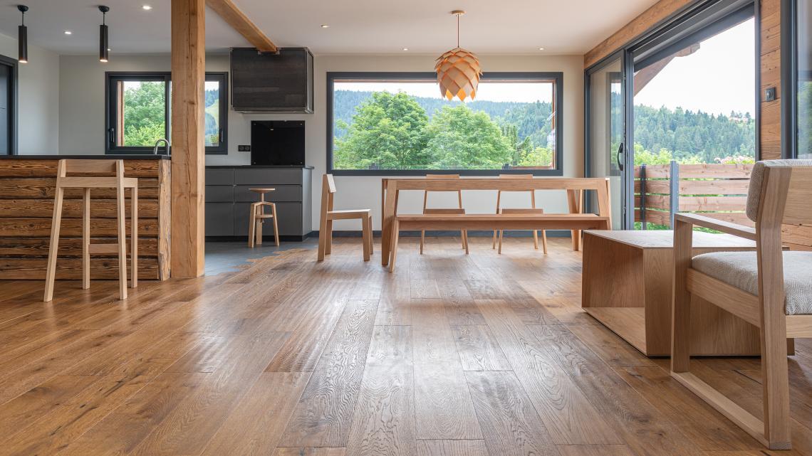 Tables, bancs, tabourets,.. tous nos meubles sont éco-conçus